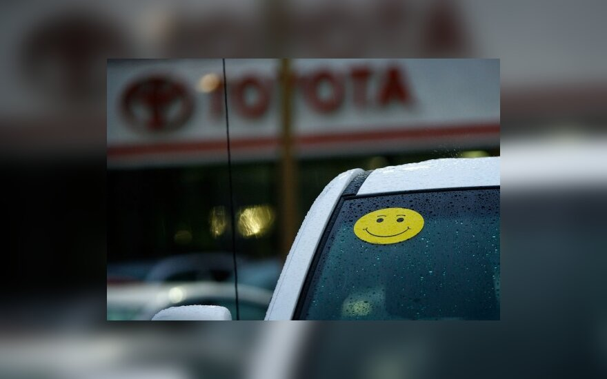 """""""Toyota"""" automobilių pardavimų nuosmukis tęsiasi"""