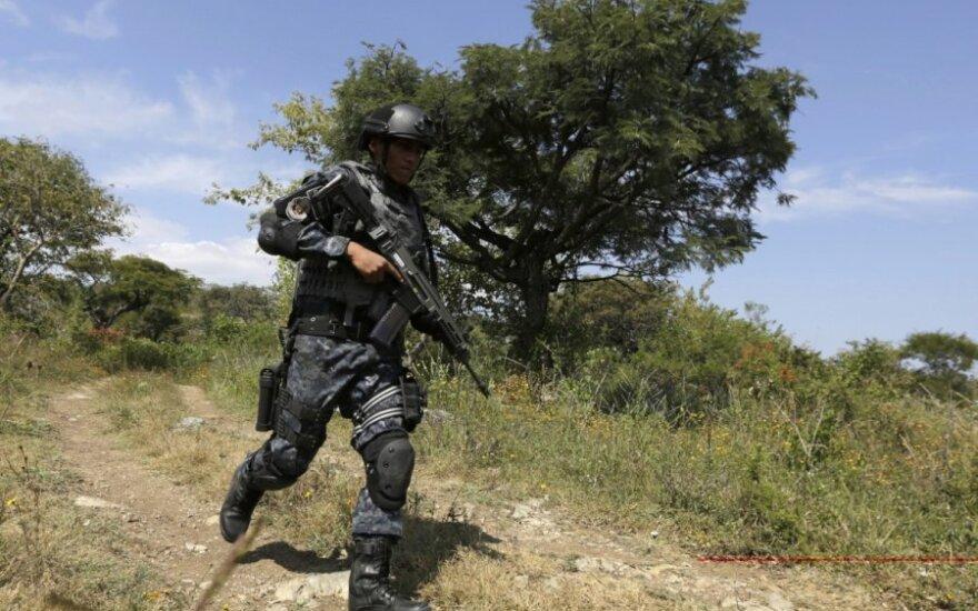 Meksikoje suimti 48 įtariami narkotikų kartelio nariai