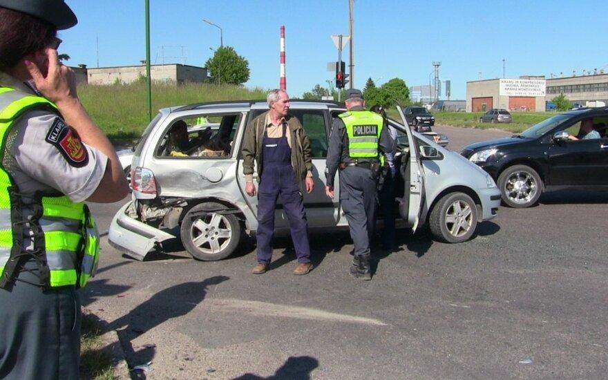 Po avarijos išvežus žmoną į ligoninę, paaiškėjo, kad vyras girtas