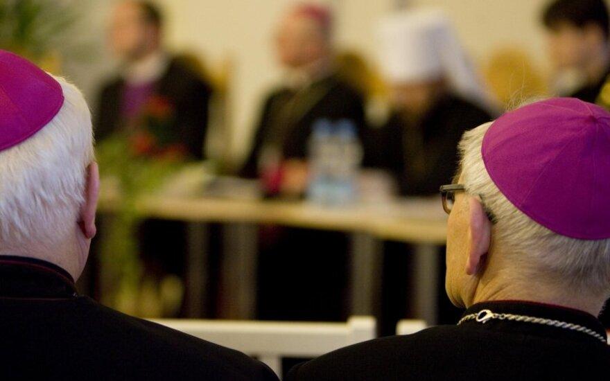 Vyriausybė nenori dalyti privilegijų kunigams