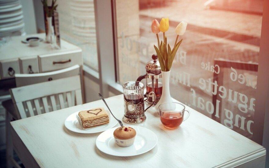 Ką valgė tarpukario Kauno garsenybės: Maironio stalas ir popietinės arbatėlės