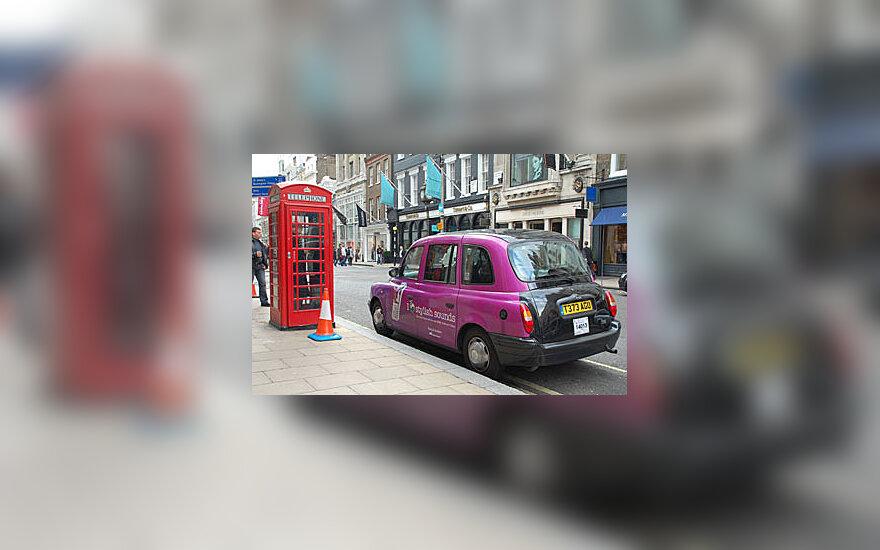 Rožinis Londono taksi, telefono būdelė