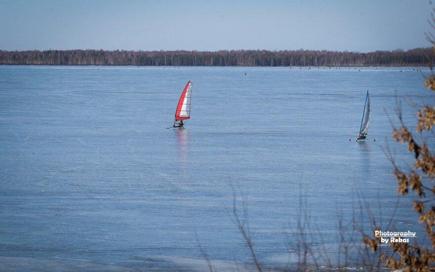 Kariams ir mokslininkams nepavyko rasti Šiaulių r. ežere tarpukariu sudužusio lėktuvo