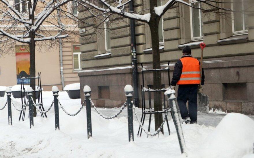 Kasti sniego į gatvę – ir už pinigus, ir už bausmę