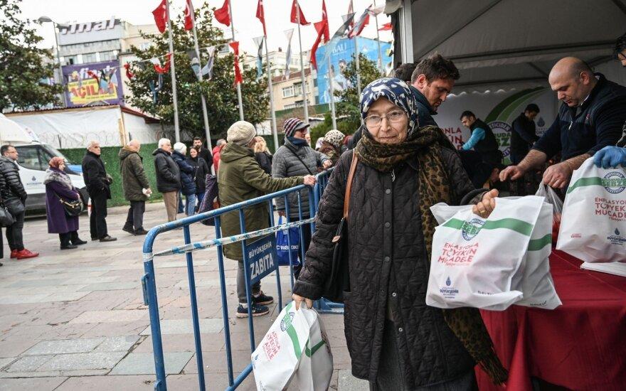 Turkijos kare su maisto kainomis žodžių nebepakanka: prekybininkus užgriuvo baudos ir reidai