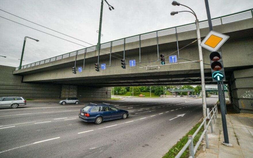 Šviesoforas po Čiurlionio tiltu Kaune