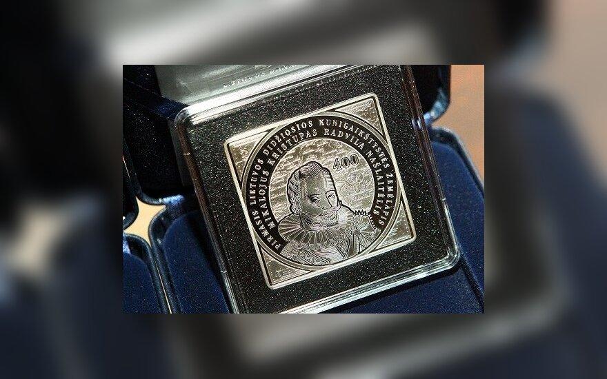 Išleista keturkampė 100 Lt moneta