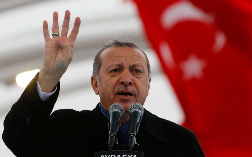 Austrijos miestelis atšaukė Turkijos prezidento reformoms paremti skirtą sambūrį
