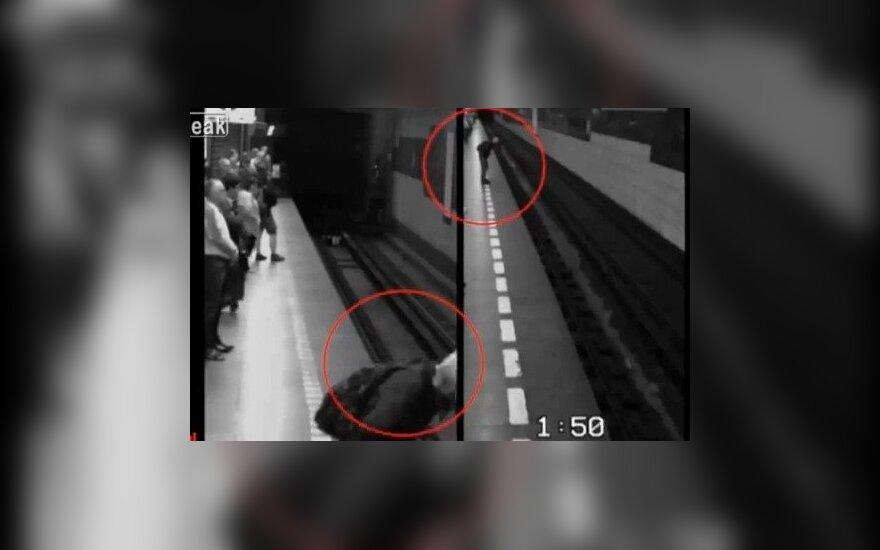 Čekė nukrito po Prahos metro