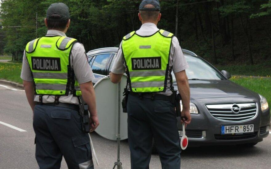 Reidas Vilniuje: tamsintų langų mėgėjai ir vairuotojai be teisių