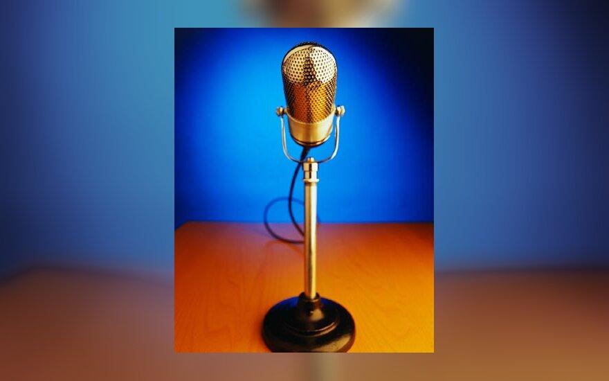 Mikrofonas, muzika, scena