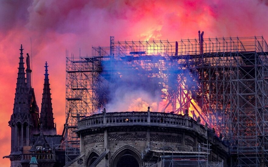 Per Paryžiaus katedrą nuniokojusį gaisrą dauguma viduje buvusių vertybių išliko