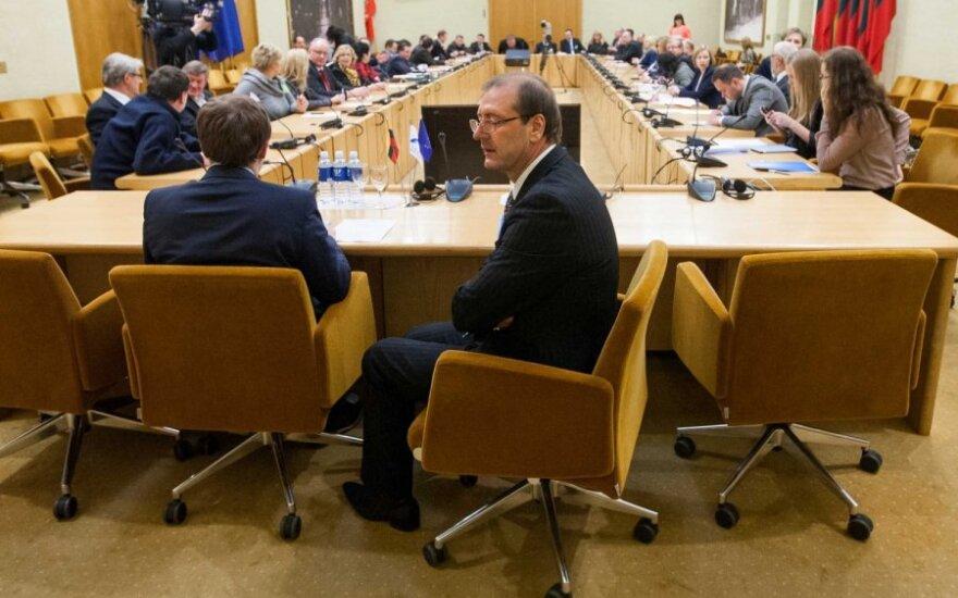 Darbo partija į laisvas ministrų kėdes siūlo po tris kandidatus