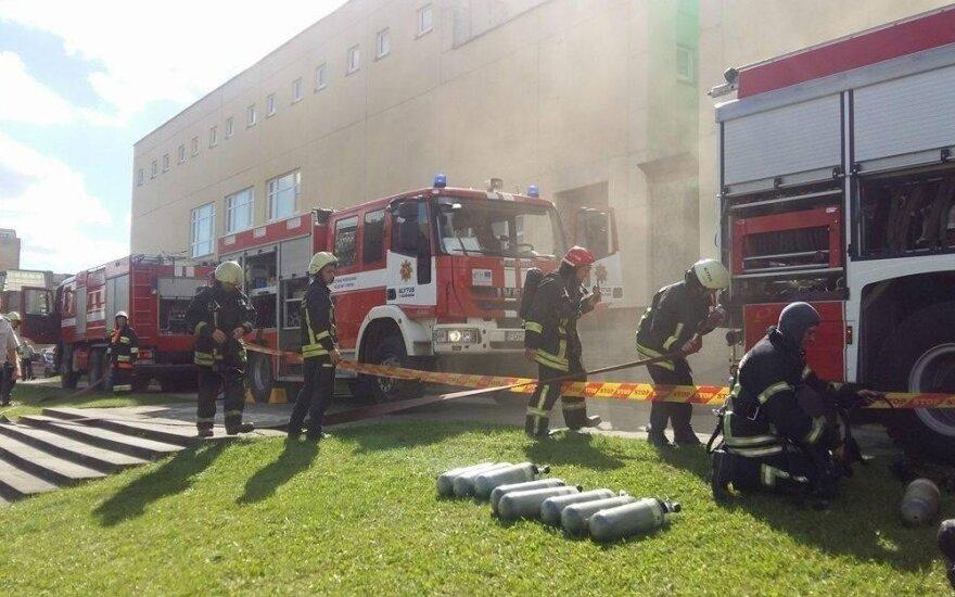 Alytuje iš mokyklos stipriai veržiasi dūmai, evakuoti mokiniai ir darbuotojai