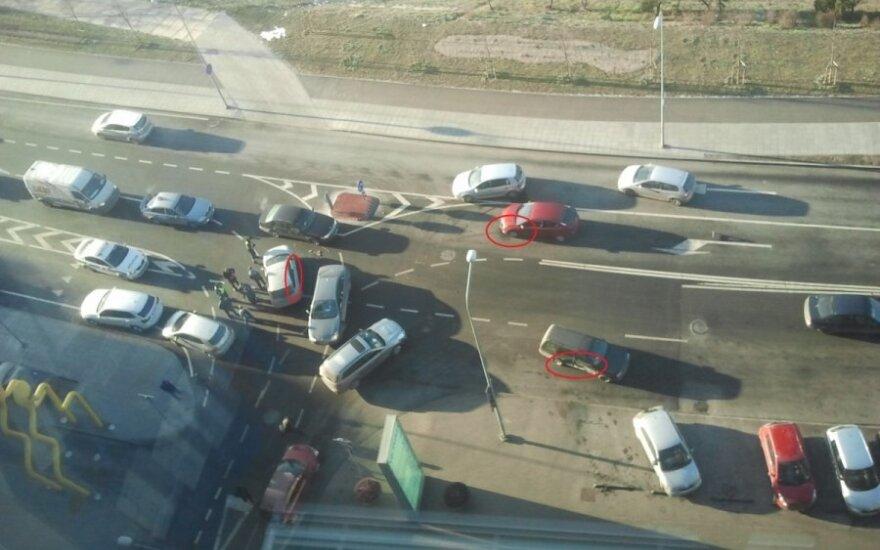 Sostinėje susidūrė trys automobiliai