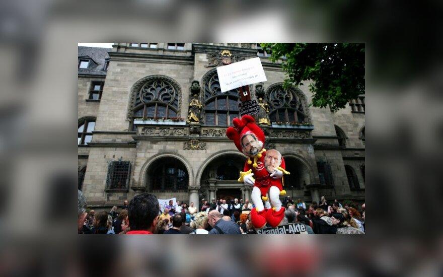 """Duisburge surengta demonstracija dėl tragiškai pasibaigusio festivalio """"Love Parade"""""""