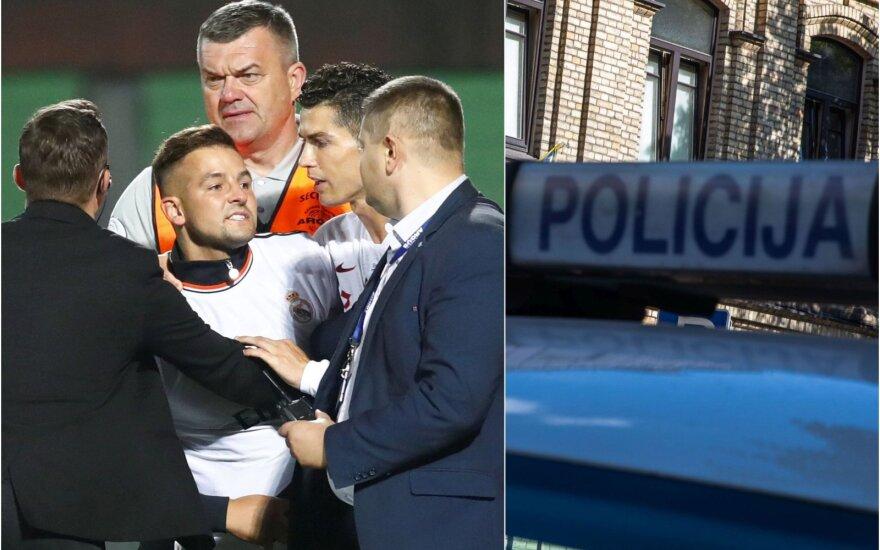Į aikštę įsiveržusiam ir asmenukės su Ronaldo maldavusiam vyrui gresia rimti nemalonumai