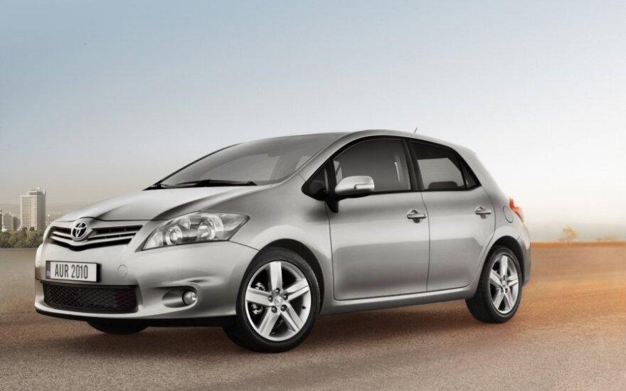 """""""Toyota"""" susigrąžino automobilių pramonės lyderės vardą"""
