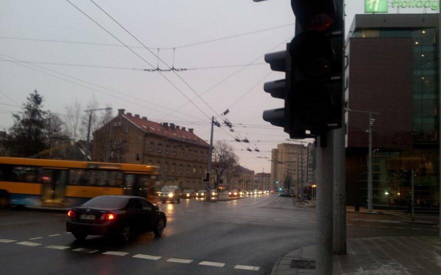 Vilniaus šviesoforai pernai vairuotojus klaidino 1600 kartų