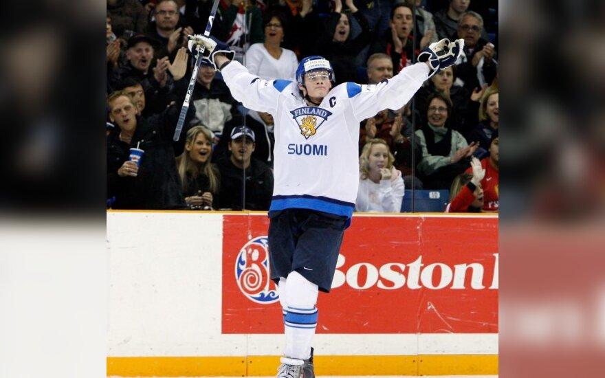 Suomis J.Niemi džiūgauja po įvarčio