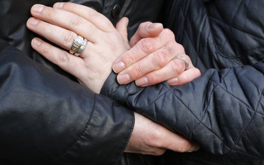 Nustebino: homoseksualų santuokų nenori, o reklamomis televizijoje nesipiktina