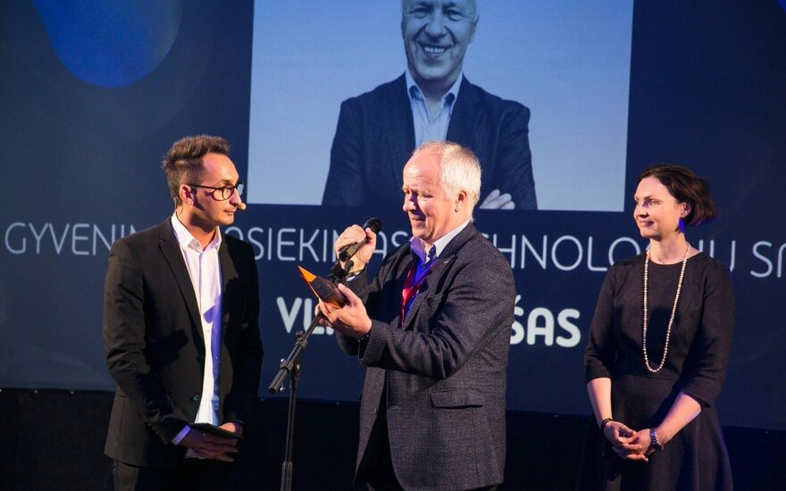 Išdalinti Lietuvos interneto apdovanojimai – už gyvenimo pasiekimus apdovanotas V. Lašas