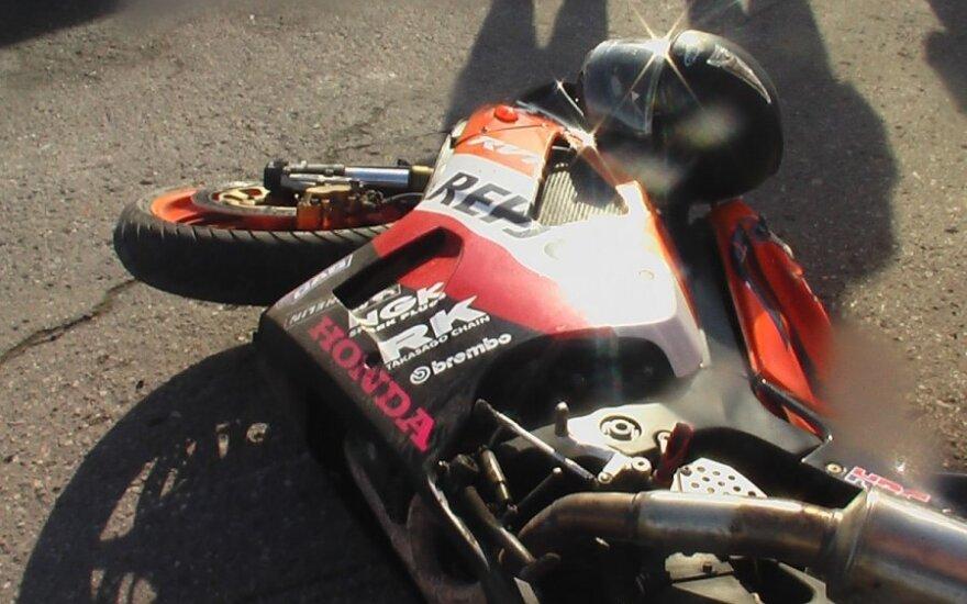 Vilkaviškio r. motociklininkų sezono atidarymas: vos pajudėjus kolonai vienas motociklininkas rėžėsi į automobilį