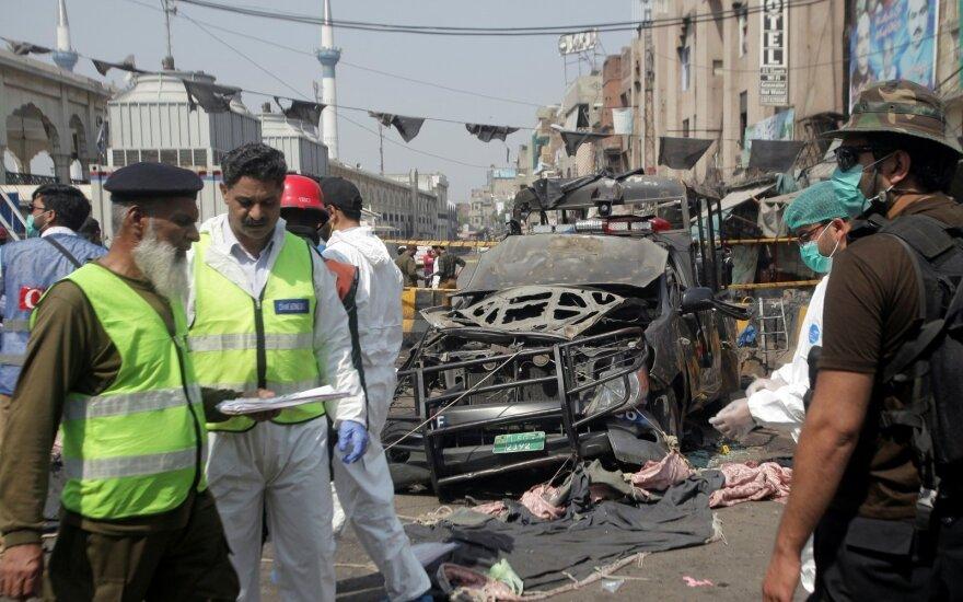 Pakistane susidūrus keleiviniam ir krovininiam traukiniams žuvo 10 žmonių