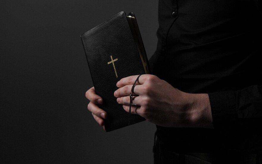 Kunigas, Biblija