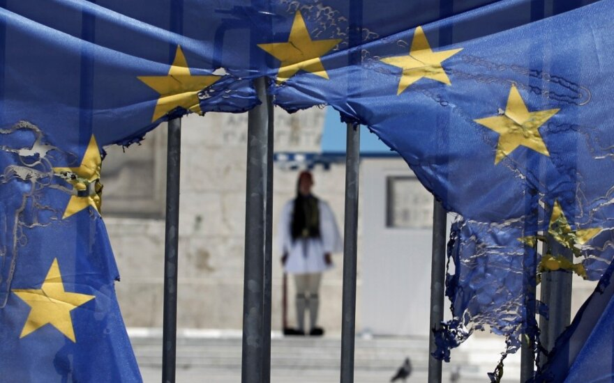 Apklausa: didelėje ES dalyje kyla euroskepticizmo lygis