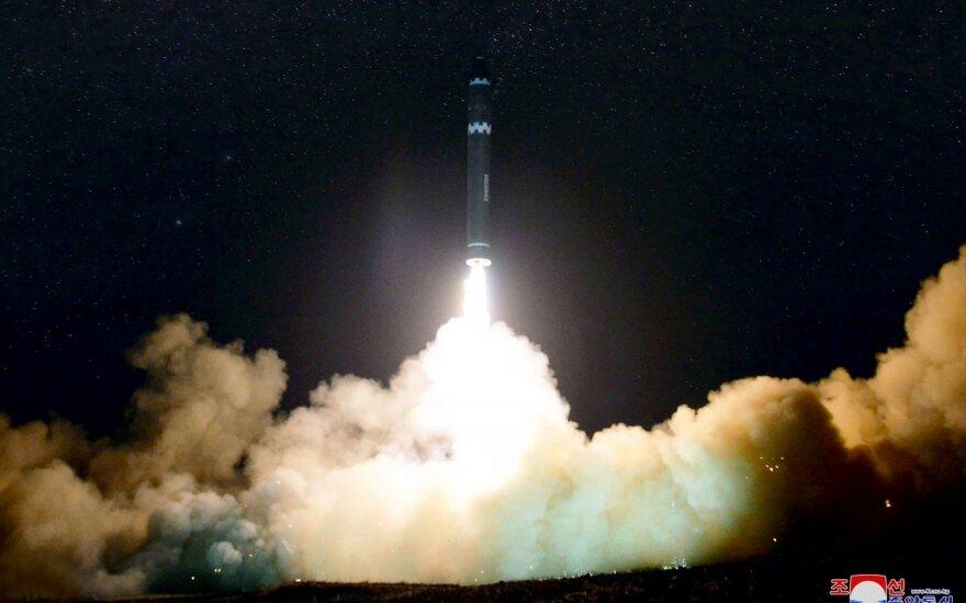 Trumpas sveikina Šiaurės Korėjos raketų poligono likvidavimą pradžią