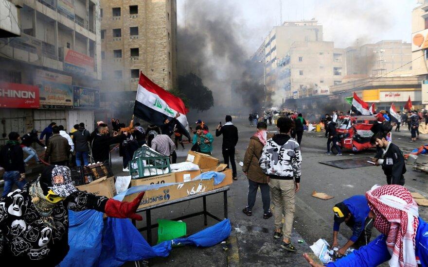 Irako saugumo pajėgos išvaikė protestuotojus sostinėje ir pietiniuose miestuose