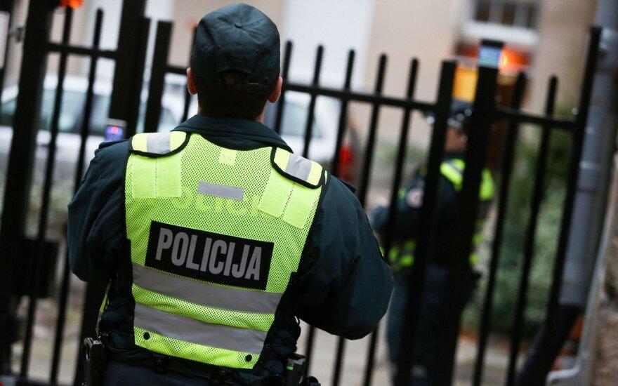 Žemiau nėra kur kristi: policininkas prisipažino pasisavinęs įkalčius – svetimas trumpikes