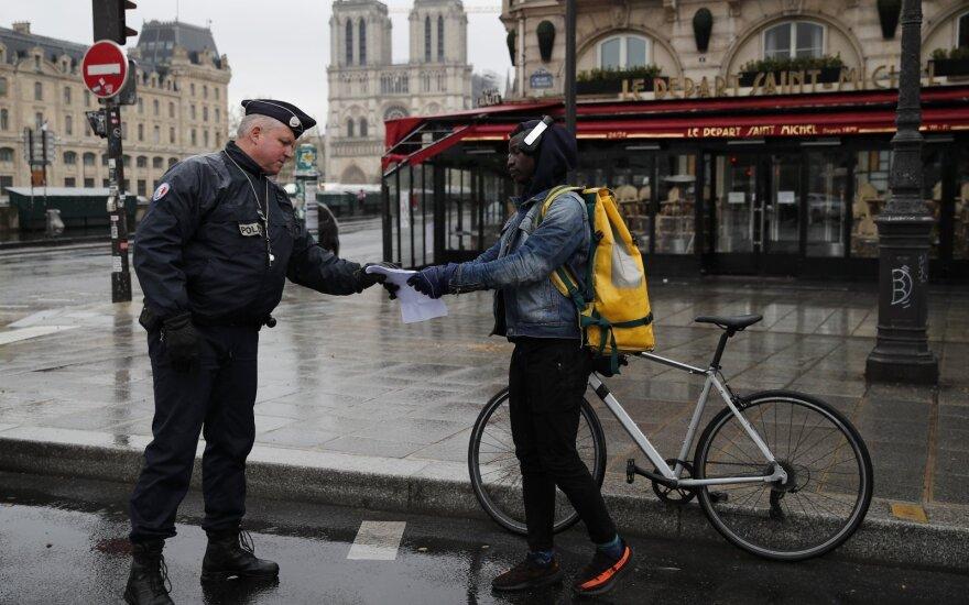 Prancūzija pranešė apie dar 762 koronaviruso aukas