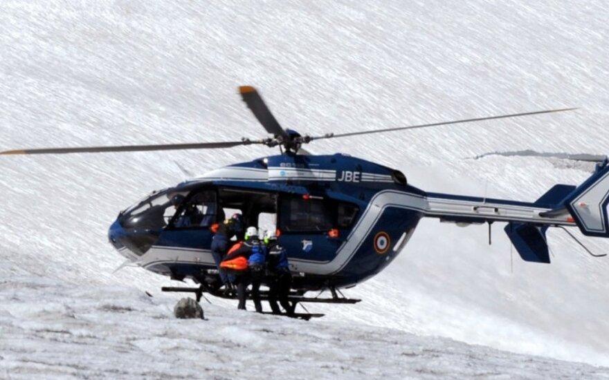 Alpėse žuvo galva į sniegą įkritęs snieglentininkas