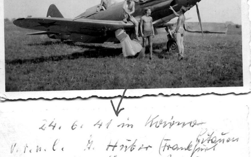 """Sovietų naikintuvas MiG-3 paliktas Kauno aerodrome. 1941 m. birželio 24 d., leidyklos """"Briedis"""" nuotr."""