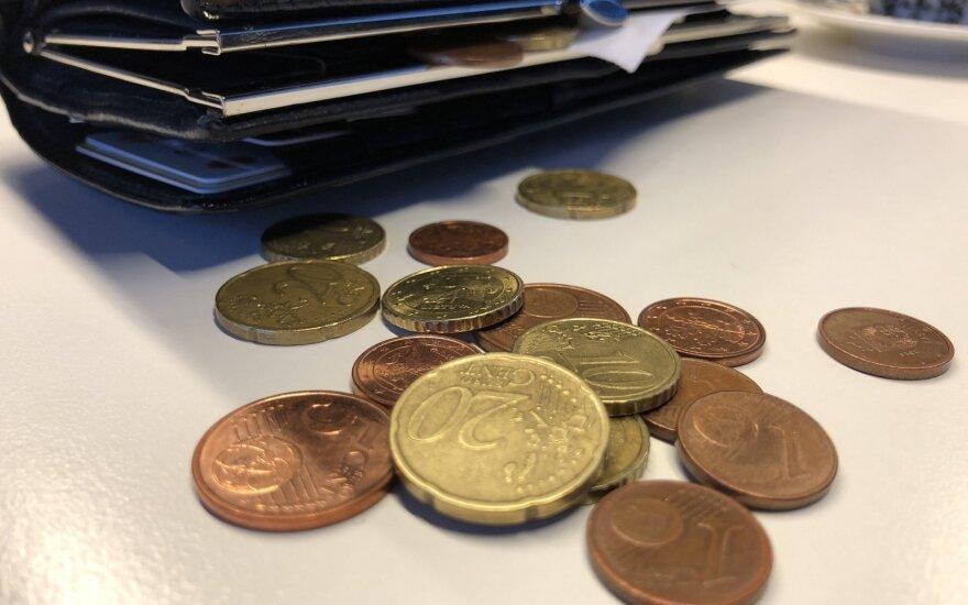 Vieno ir dviejų euro centų monetų ES nebus atsisakyta dar kelerius metus