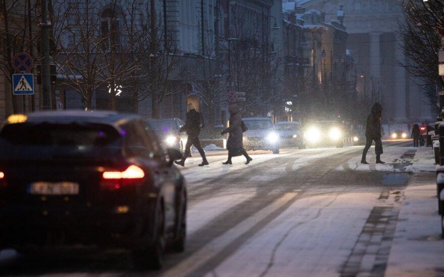 Kelininkai perspėja: yra slidžių ruožų, naktį daug kur snigs