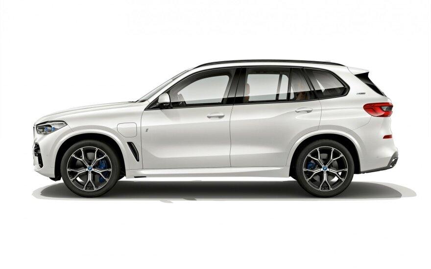 Iš tinklo įkraunamas BMW X5 hibridas