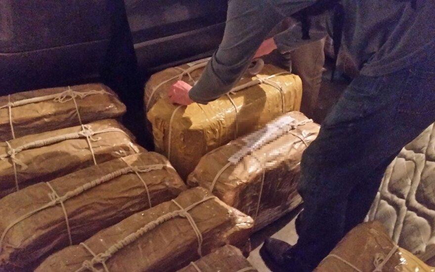 Darbuotojas atskleidė, kokiu būdu į Rusiją iš Argentinos buvo gabenamas kokainas