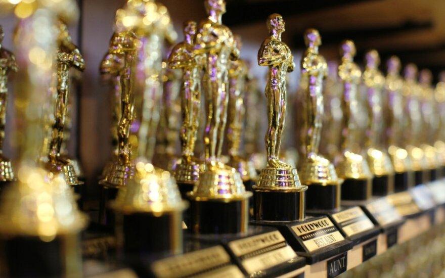 """Paaiškėjo, kam šiemet atiteko garbė įteikti """"Oskarus"""""""