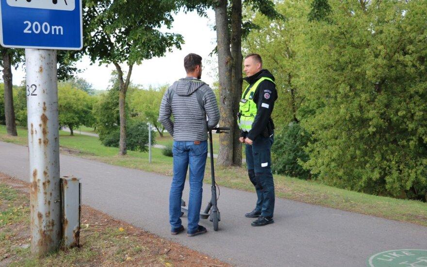 Kauno pareigūnai ėmėsi paspirtukininkų ir dviratininkų