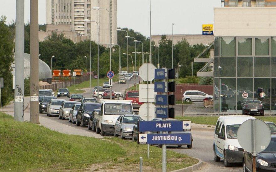 Spūstyse į Pilaitę užstrigę vairuotojai turėtų apsišarvuoti kantrybe