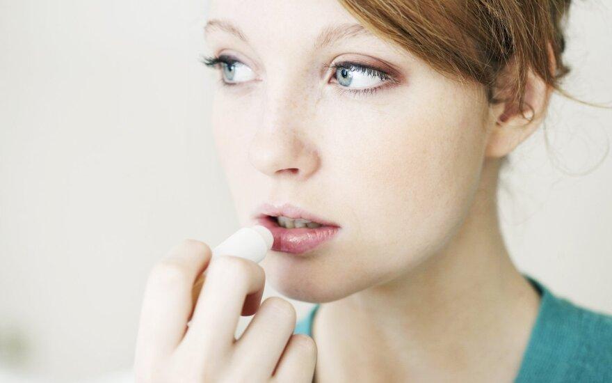 Lūpų vazelinas – ne tik lūpoms: 12 gudrybių