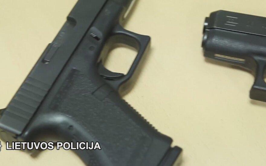 Ginklai Vilniaus rajone: aptikti keli pistoletai, revolveris ir šoviniai