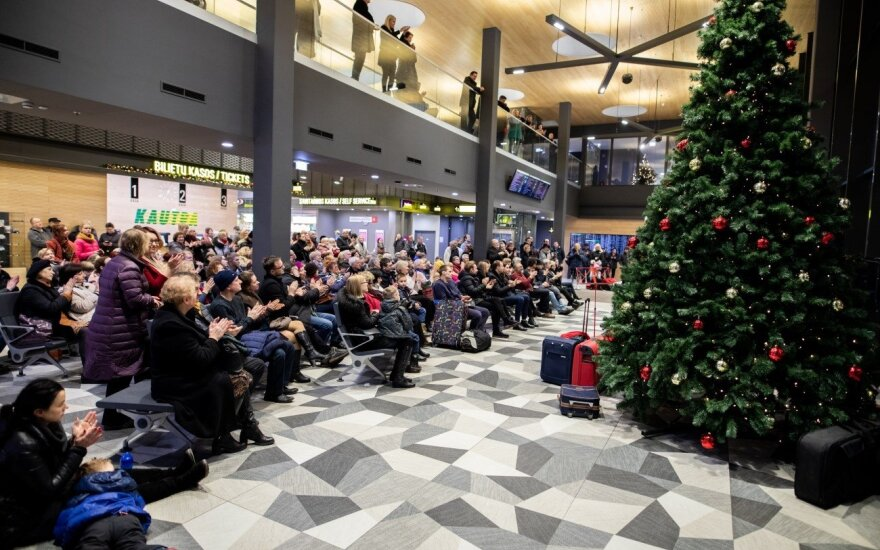 Kauno autobusų stotyje – staigmena: surengtas kalėdinis koncertas