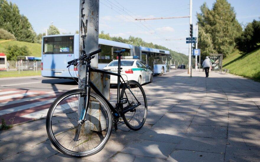 Paaiškino, ką daryti, jeigu gatvėje į avariją patenka dviratis ir automobilis