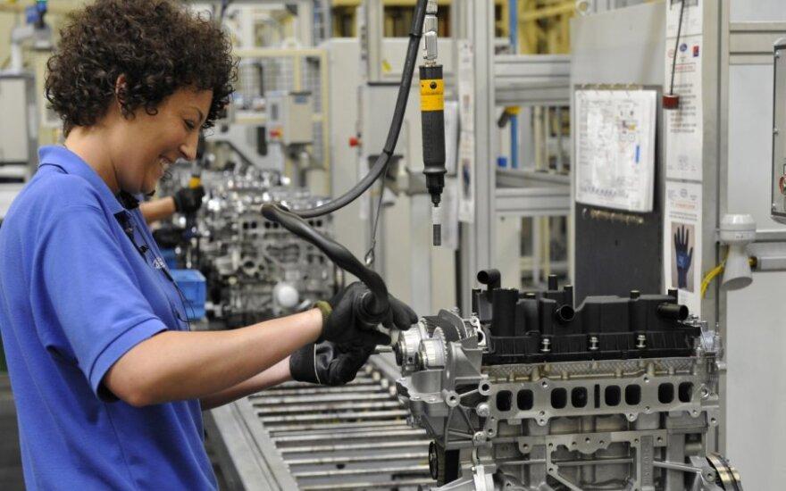 """""""Ford"""" nespėja gaminti """"EcoBoost"""" variklių"""