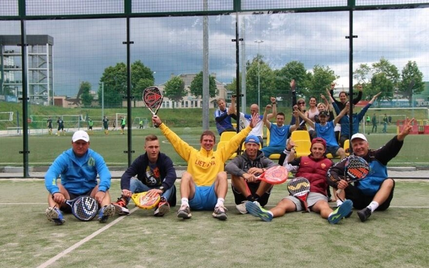Padelio teniso mėgėjai stebėjo būsimųjų Lietuvos rinktinės žaidėjų kovas