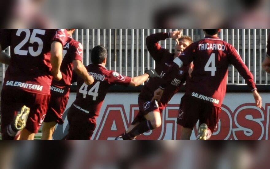 """""""Salernitana"""" klubo futbolininkai džiaugiasi įvarčiu"""